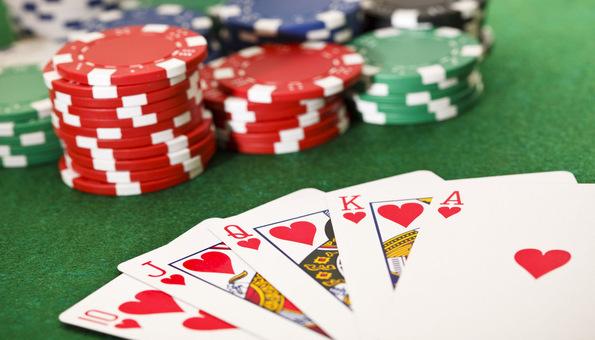 Παιχνίδι πόκερ χαρτιά και μάρκες